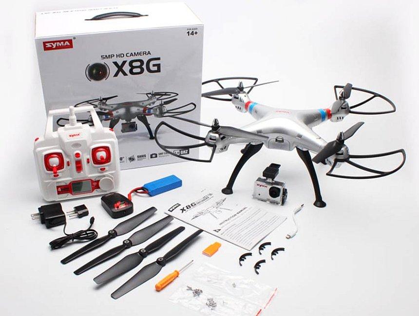 Tutto quello che trovere all'interno della scatola del vostro nuovo drone Syma X8G, incluse 4 eliche di riserva