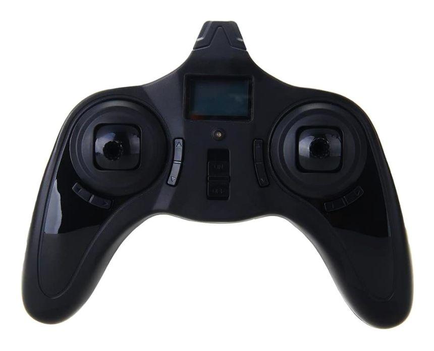 Primo piano del radiocomando a 4 canali, con portante di 2.4GHz e display LCD del mini drone Hubsan X4 H107C
