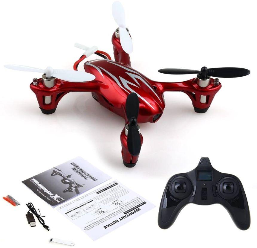 Il contenuto della confezione del mini drone Hubsan X4 H107C, completa di tutto, incluse 4 eliche di ricambio