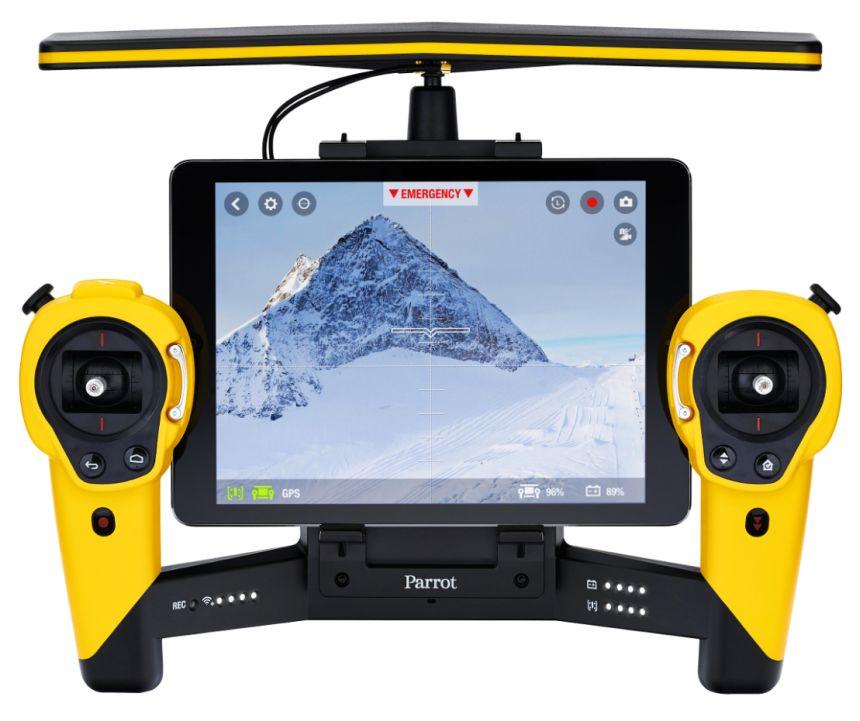 Lo SkyController a due joystick permette di gestire il Bebop in maniera altamente professionale