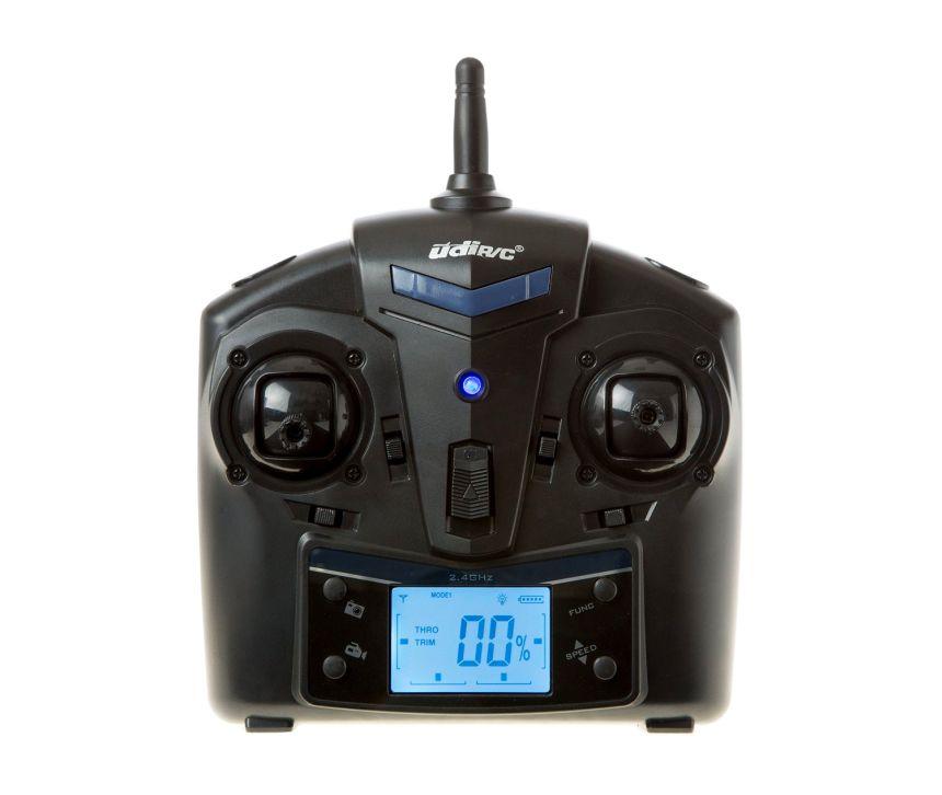 Il radiocomando con portante di 2.4GHz e display LCD retroilluminato del quadricottero UDI RC U818A-1 Discovery